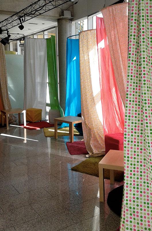cabanes en tissu, tapis, tables basses et poufs