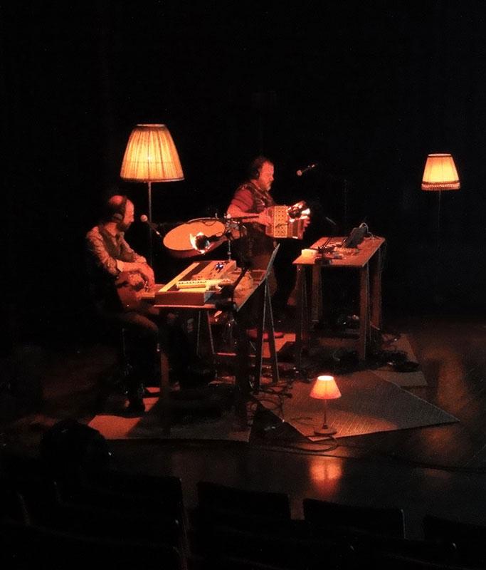 Musiciens sur scène pendant un spectacle