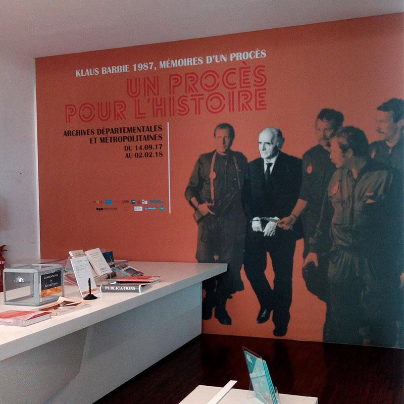 Mur affiche arrestation de Klaus Barbie