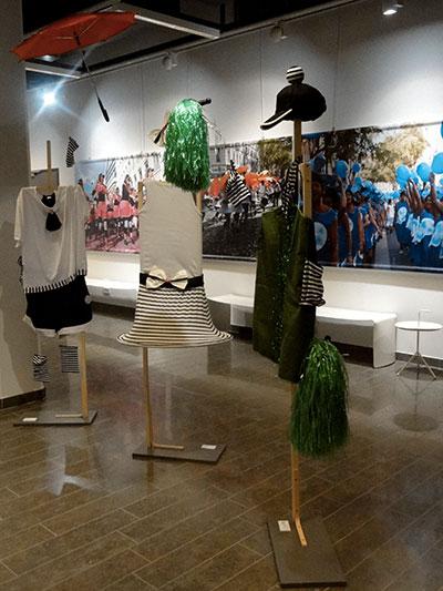 Costumes de la biennale de la danse exposés à la médiathèque de Bron en 2018