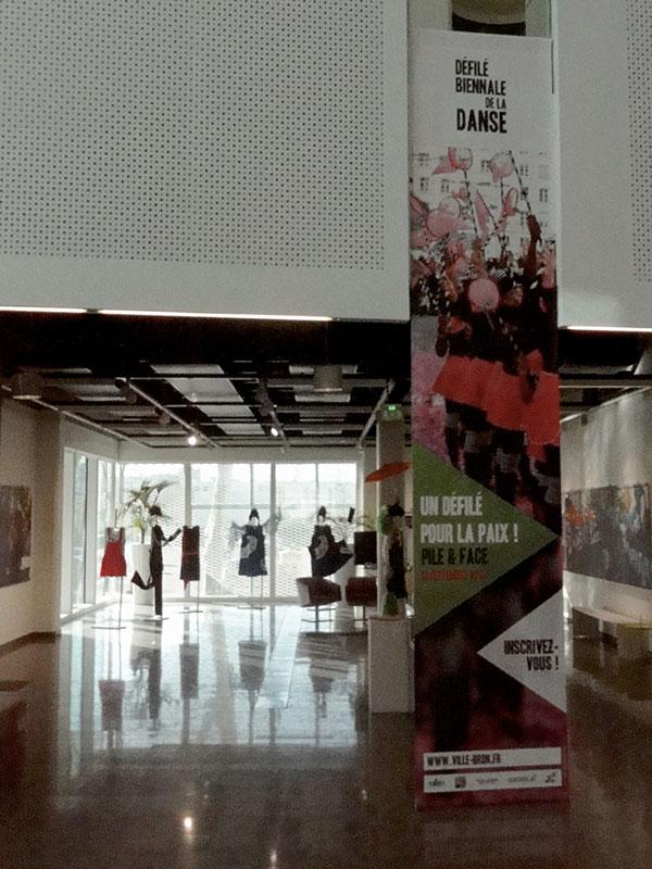 entrée de l'sxpo défilé biennale de la danse