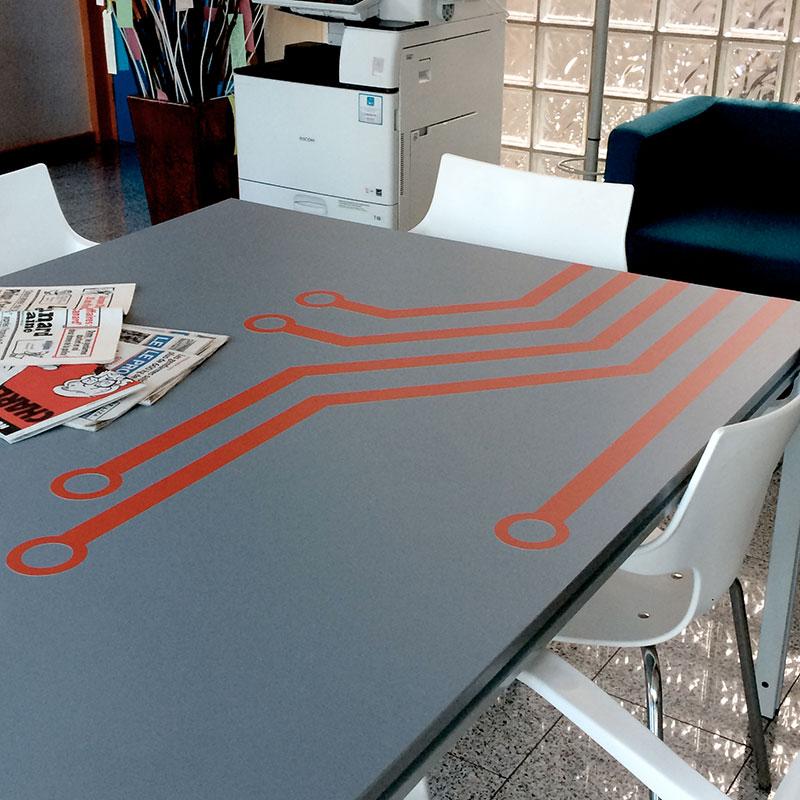 table décor circuits imprimés