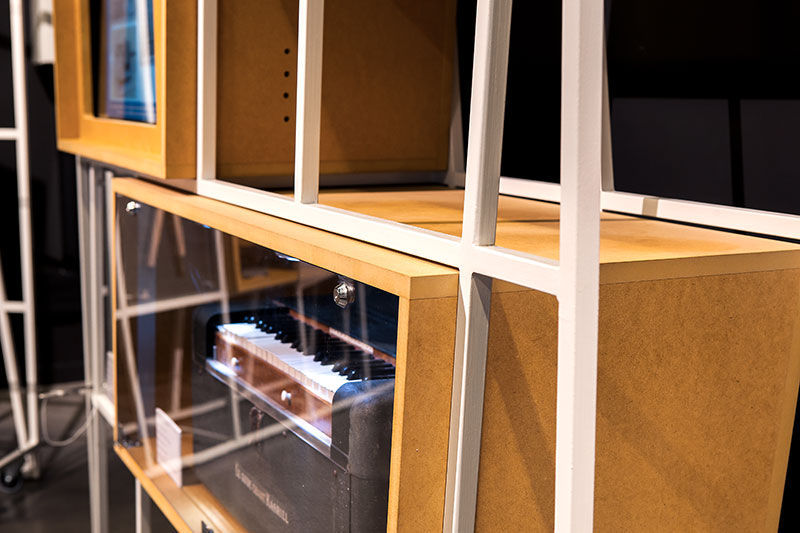 vitrine d'expo porte en plexiglas avec serrures